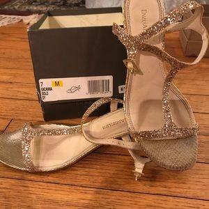 679db62b4f1 Lord   Taylor. Beautifully gold glittery small heels